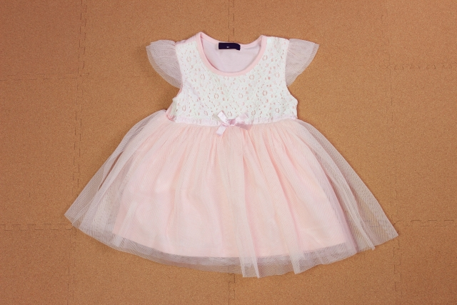 女の子の赤ちゃんの服のイメージ画像