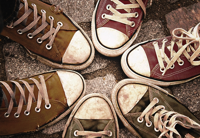 汚れた靴のイメージ画像