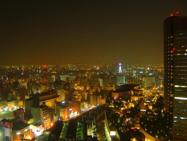 夜景や赤いランプのイメージ画像